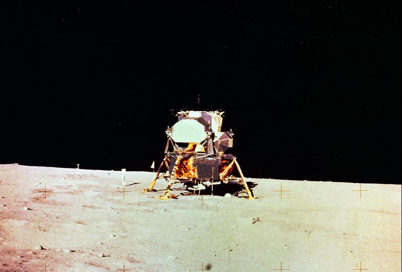 Lunar lander using Hexcel materials